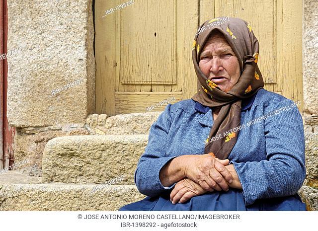 Elderly woman, Miranda del Castañar, Las Batuecas-Sierra de Francia Natural Park, Salamanca, Castilla-leon, Spain, Europe
