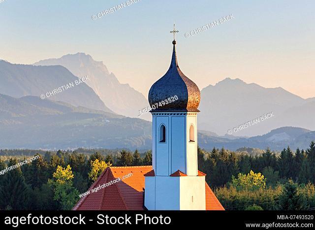 Church of St. Johannisrain near Penzberg, Zugspitze and Kramer in the background, Upper Bavaria, Bavaria, southern Germany, Germany, Europe