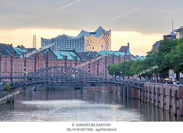 View of canal Zollkanal to the concert hall Elbphilharmonie. Speicherstadt, Hamburg, Germany
