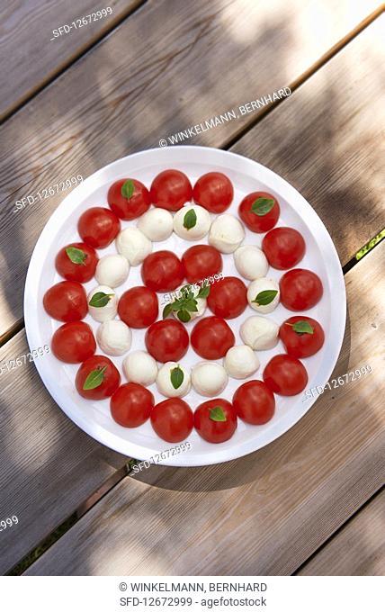 Cherry tomatoes with mini mozzarella