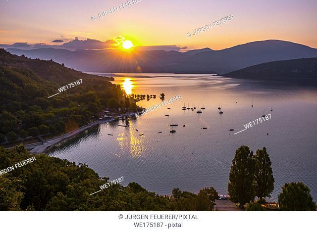 sunrise over the lake of Sainte-Croix, Provence, France, department Alpes-de-Haute-Provence, region Provence-Alpes-Côte d'Azur