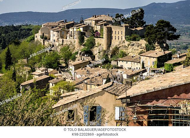 Walled citadel, Menerbes, Luberon mountains, Provence-Alpes-Côte d'Azur, France