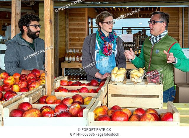 LAURENT CLEMENT, MICHELIN-STARRED CHEF AT THE COURS GABRIEL, WITH JULIE DUBOIS AND REMI YASSINE AT THE SHOP (APPLES AND POTATOES)
