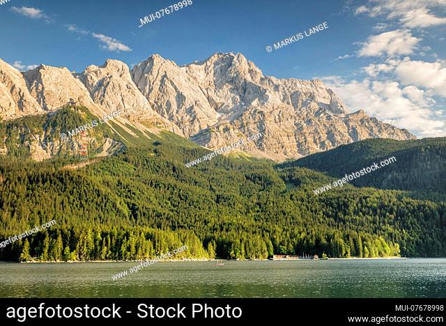 View over the Eibsee to the Wetterstein Mountains with Zugspitze, near Grainau, Werdenfelser Land, Bavaria, Germany
