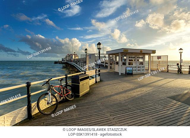 Autumn afternoon at Worthing Pier