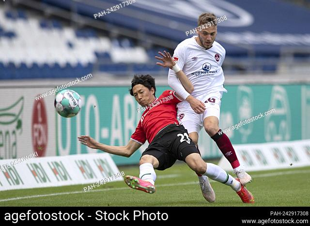 left to right Sei MUROYA (H) versus Tim LATTEIER (N), action, duels, football 2. Bundesliga, 34th matchday, Hanover 96 (H) - FC Nuremberg 1: 2, on May 23rd