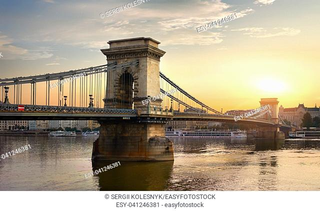 Chain Bridge and sunny sunrise in Budapest, Hungary