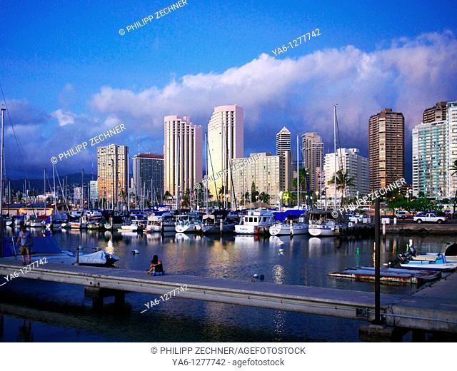 Waikiki Yacht Harbor, sunset