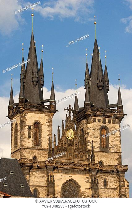 Jan hus statue tyn church old town square staromestske namesti  Prague  Czech Republic