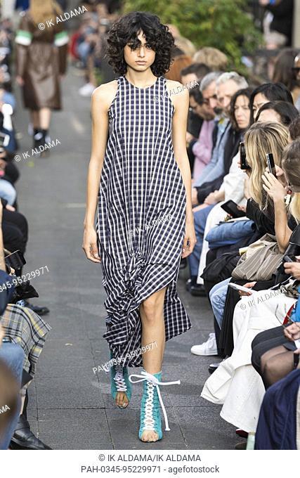 Victoria / Tomas runway show during Paris Fashion Week, Spring Summer 2018 collection - Paris, France 26/09/2017. | usage worldwide. - Paris/France