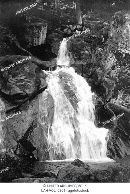 Die Triberger Wasserfälle im Schwarzwald, Deutschland 1930er Jahre. Triberg waterfalls at Black Forest, Germany 1930s