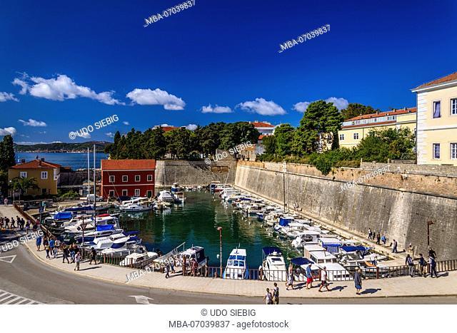 Croatia, Dalmatia, Zadar, fishing port Fosa with restaurant Fosa and city wall