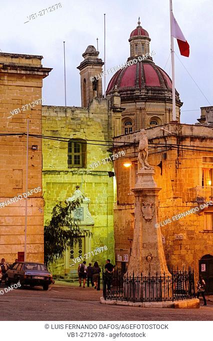 Victory square and monument illuminated at dusk. Birgu-Vittoriosa, Three cities, Malta