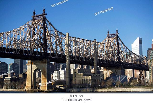 USA, New York State, New York City, bridge with Manhattan in background