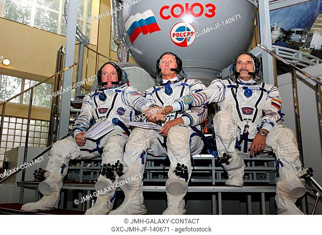 At the Gagarin Cosmonaut Training Center in Star City, Russia, Expedition 4142 backup crew members Scott Kelly of NASA (left)