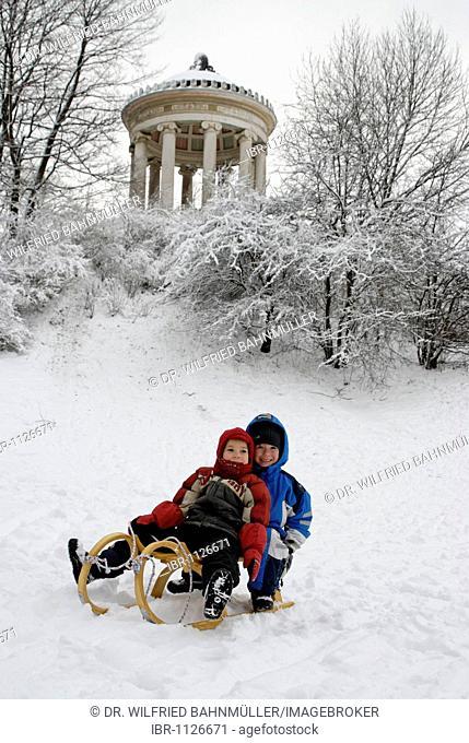 Tobogganing children, Englischer Garten, English Garden, at the Monopteros Roman temple, Munich, Upper Bavaria, Bavaria, Germany