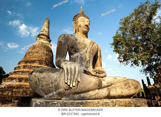 Seated Buddha statue at Wat Mahathat temple, Sukhothai Historical Park, UNESCO World Heritage Site, Northern Thailand, Thailand, Asia
