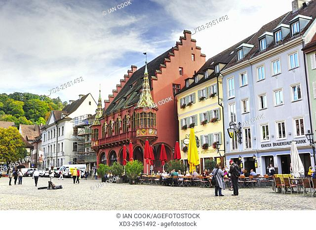 outdoor restaurants, Munsterplatz, Old Town, Freiburg, Baden-Wurttemberg, Germany