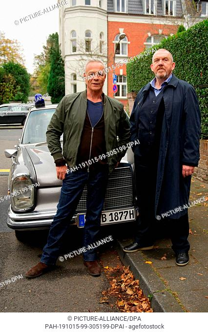 "15 October 2019, North Rhine-Westphalia, Cologne: The actors Klaus J. Behrend (r) and Dietmar Bär (r) are on set at a photo shoot for """"Tatort - Gefangen"""""