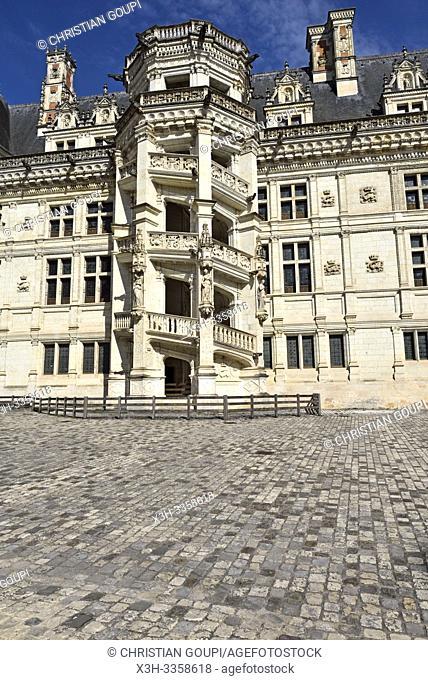 Escalier monumental accole a l'aile Francois Ier, de style Renaissance, du Chateau Royal de Blois, departement Loir-et-Cher, region Centre-Val de Loire, France