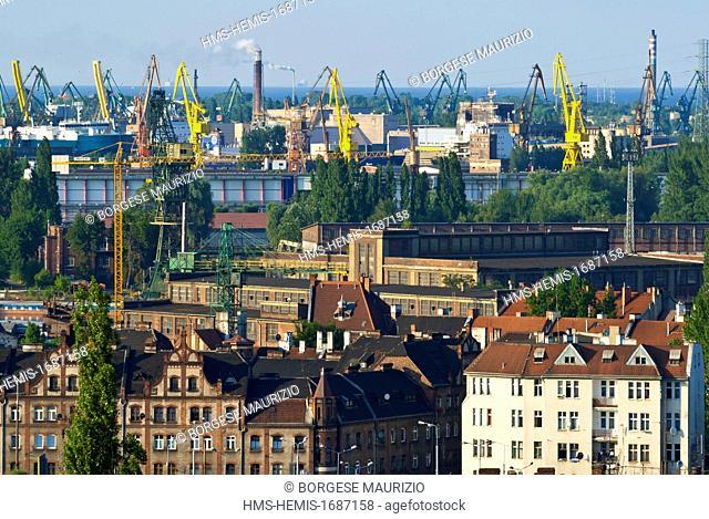 Poland, Eastern Pomerania, Gdansk, Grodzisko district near railways station and shipyard cranes seen from Gdansk Fortress Park