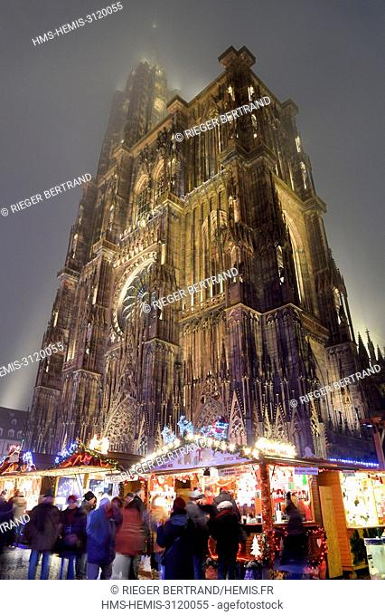 France, Bas Rhin, Strasbourg, listed as World Heritage by UNESCO, Place de la Cathedrale, Christmas Market (Christkindelsmarik) and the Notre Dame Cathedral