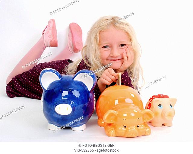 girl with piggy banks . - 28/09/2007