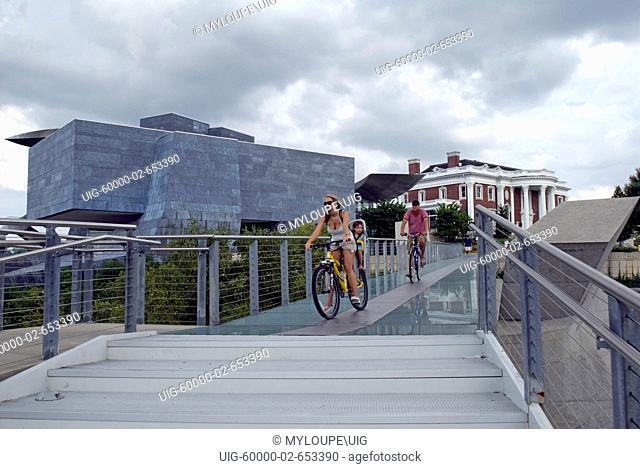 Hunter Art Museum Pedestrian bridge over Tennessee River, Downtown Chattanooga, Tennessee