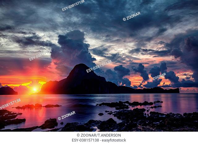 Stunning sunset scenery in beautiful El Nido