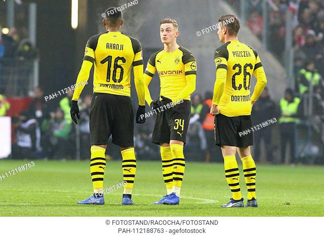 Mainz, Germany November 24, 2018: 1. BL - 18/19 - FSV FSV FSV Mainz 05 vs. Bor. Dortmund v.li. Manuel Akanji (Dortmund) in conversation with Jacob Bruun Larsen...