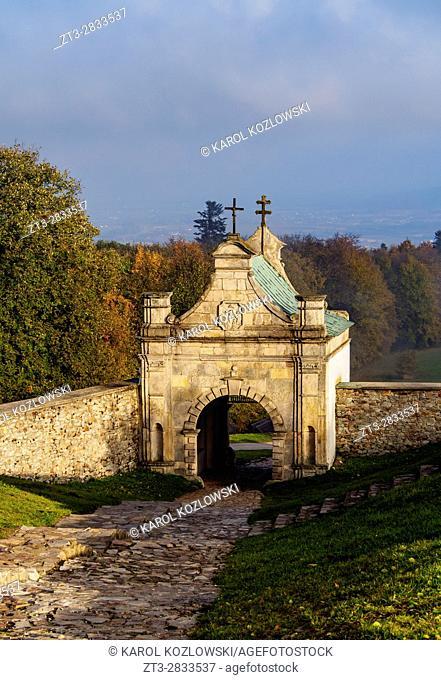Poland, Swietokrzyskie Voivodeship, Swietokrzyskie Mountains, Lysa Gora, Gate to the Holy Cross Benedictine Monastery