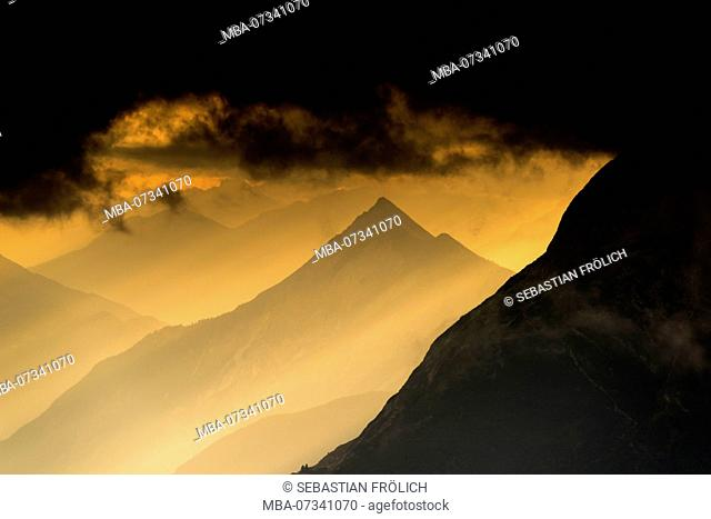 The Hohe Munde (2662m) of the Mieming mountain range in Tyrol, seen from the Brunnsteinspitze (mountain) in evening light