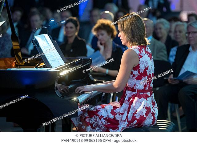 13 September 2019, Saxony, Leipzig: Heike-Angela Moser, pianist and great-great-great-granddaughter of Clara Schumann, will perform a Schumann piece at the...
