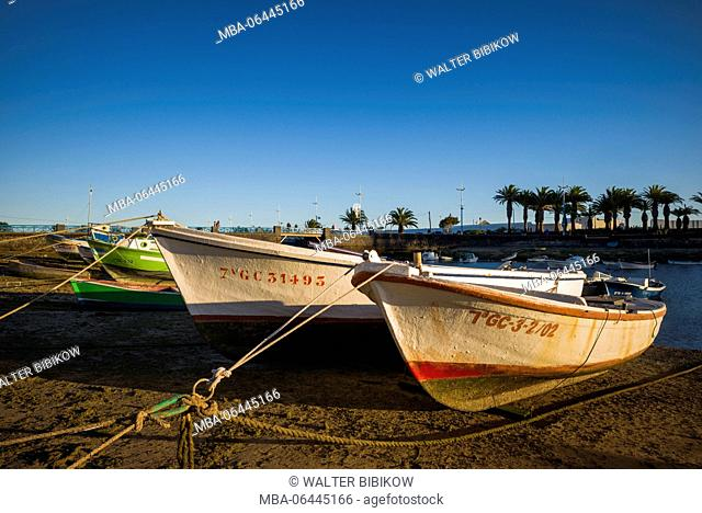 Spain, Canary Islands, Lanzarote, Arecife, Charco de San Gines, fishing boats, sunset