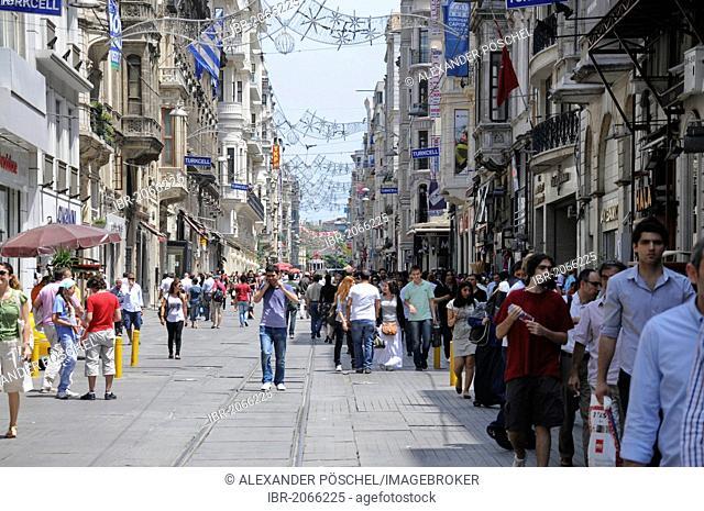 Pedestrian street, Istiklal Caddesi, Istanbul, Turkey, Europe