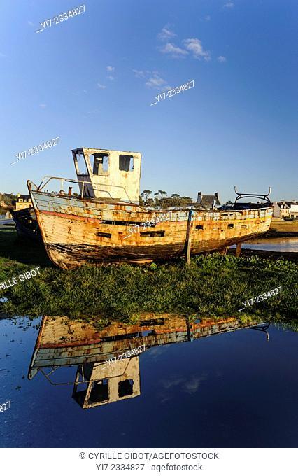 Shipwreck, Le Fret, Crozon Peninsula, Presqu'île de Crozon, Finistere, Brittany, France