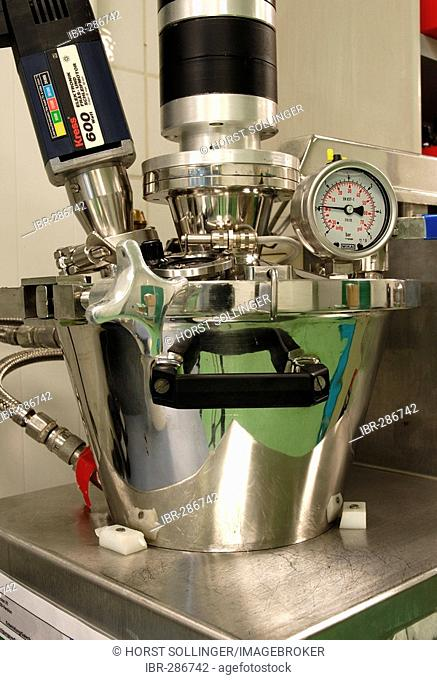 Small sized processor used for the development of pharmaceutical creams and ointments, Unimix 3 liter processor