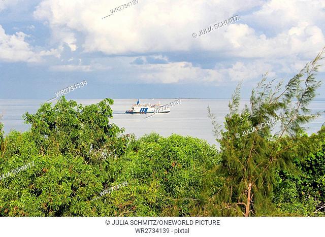 Tanzania, Zanzibar, Pemba Island, departure of the cargo ferry