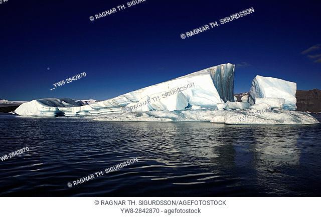 Icebergs-Jokulsarlon Glacial Lagoon, Breidamerkurjokull Glacier, Vatnajokull Ice Cap, Iceland