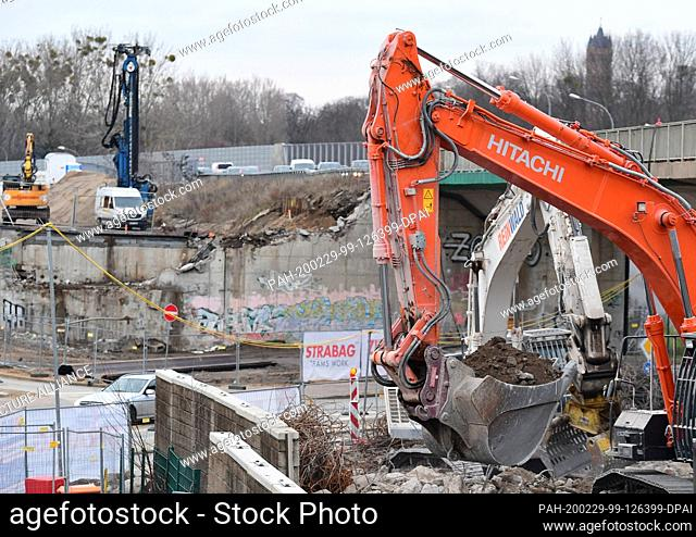 27 February 2020, Brandenburg, Potsdam: After the demolition of the Nuthestrasse bridge over Johannsenstrasse, the building rubble will be dug up