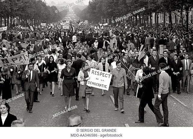 The risk of a revolution in Paris has been averted. Placards exalting social peace and democracy during the demonstration of De Gaulle supporters in the...