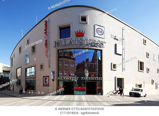 Germany, Recklinghausen, Ruhr area, Westphalia, North Rhine-Westphalia, NRW, shopping centre Palais Vest at the Loehrhof and the Wallring, entrance