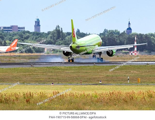 13 July 2019, Berlin: A plane of the airline Siberia Airlines S7 lands at the airport Tegel. Photo: Soeren Stache/dpa. - Berlin/Berlin/Germany