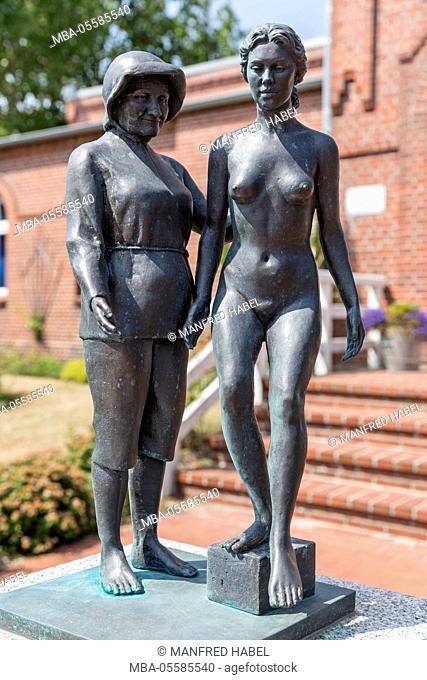 Bronze sculpture Juist bathing woman from the artist Karl-Ludwig Böke, former bathhouse, today civil registry office, island Juist, East Frisian island