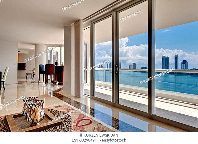Modern Apartment overlooking the Bay in Miami