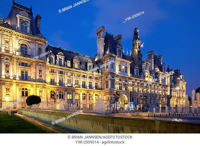 Twilight at the ornate Hotel de Ville (Built 1628 - rebuilt 1892), Paris France