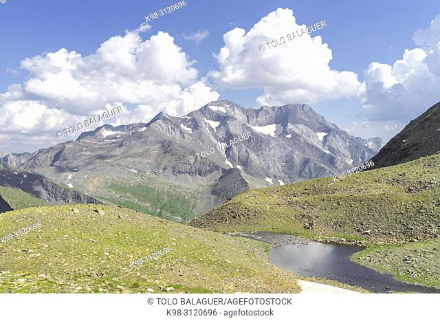 pico Posets, 3371 mts, Valle de Gistau, parque natural Posets-Maladeta, Huesca, cordillera de los Pirineos, Spain