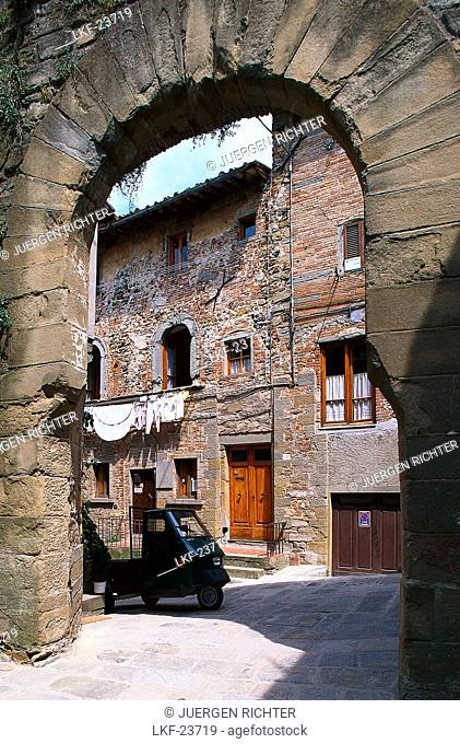 Ape Van, Alley, Anghiari near Arezzo, Tuscany, Italy