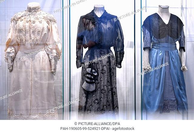 05 June 2019, Thuringia, Weimar: A ladies' dress (l-r, c. 1902), a silk skirt and cotton blouse (c. 1905) and a ladies' dress (c
