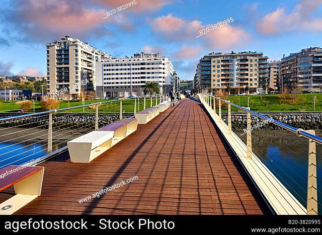Pasarela Mikel Laboa, Footbridge over the river Urumea, Riberas de Loyola, Donostia, San Sebastian, Gipuzkoa, Basque Country, Spain, Europe